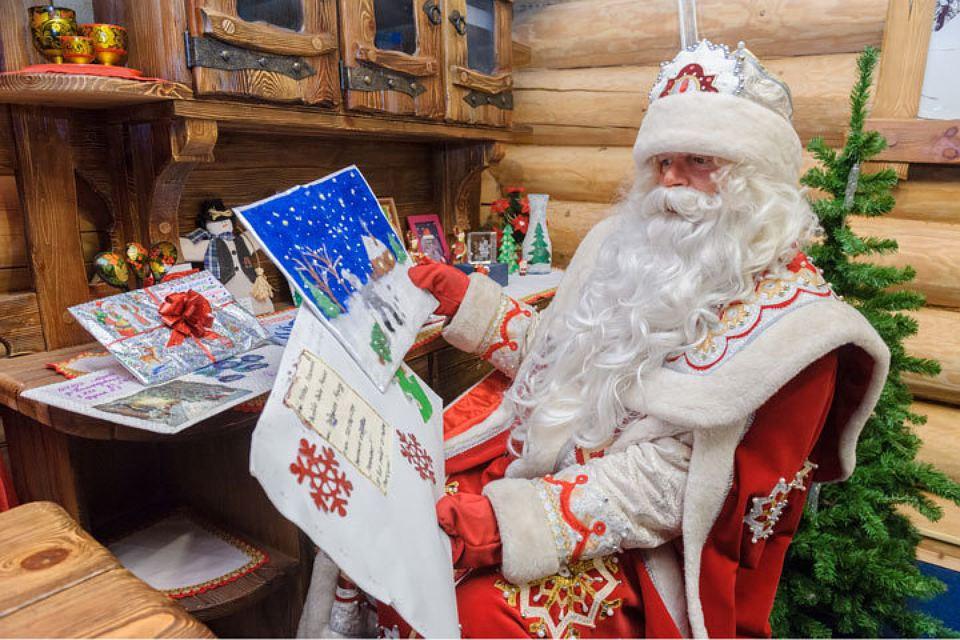 Дед мороз ты нам подарки принёс 894